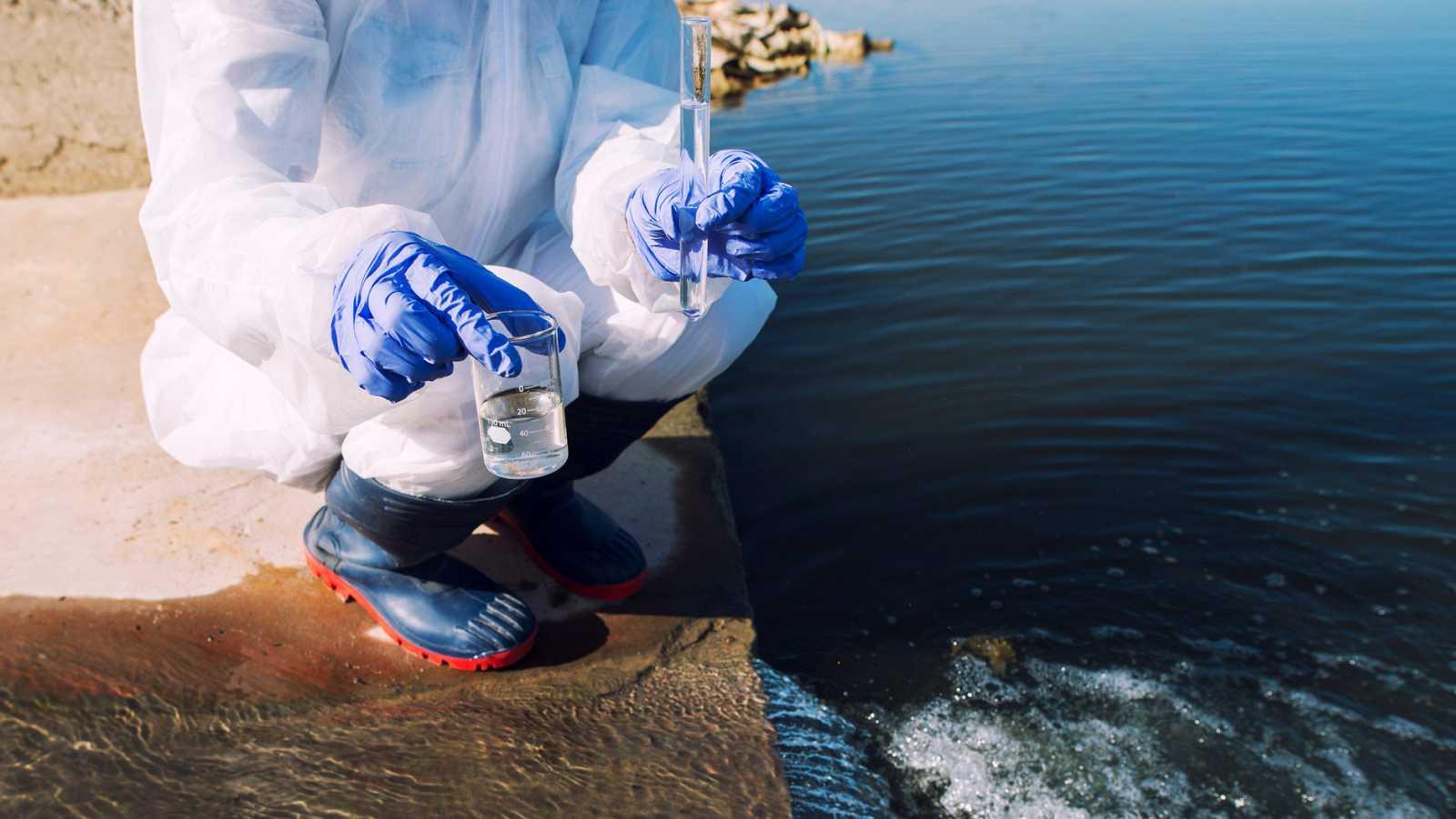 El muestreo de redes de alcantarillado y estaciones depuradoras es una herramienta muy eficaz en el control epidemiológico.