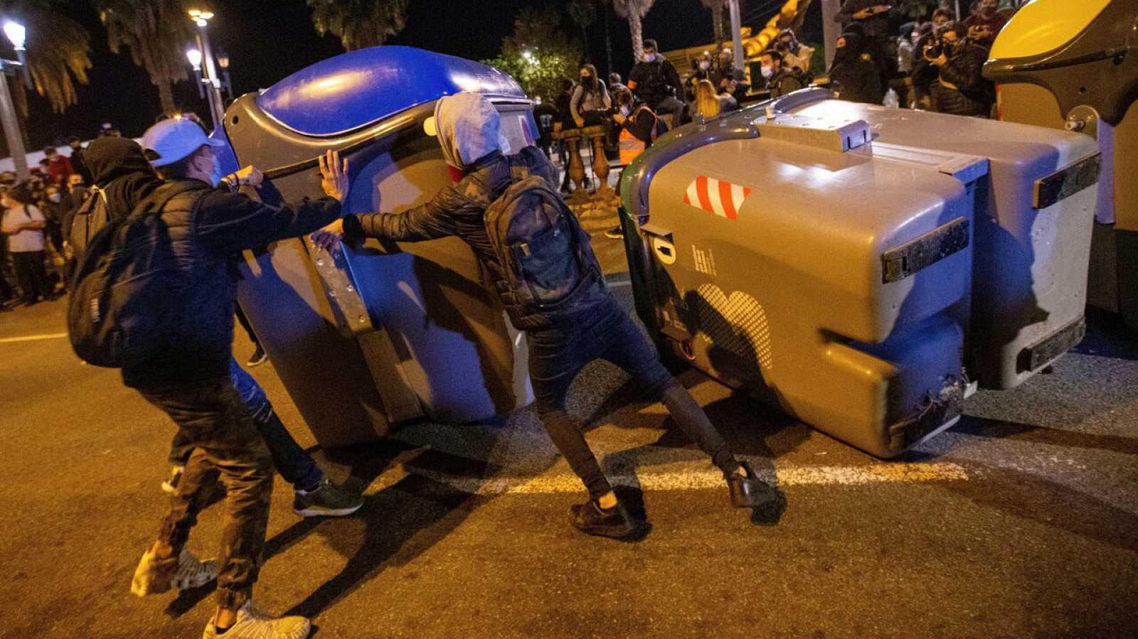 Imagen de los disturbios producidos en Barcelona durante las concentraciones convocadas por los CDR, en el aniversario de las condenas de prisión a los principales lideres del movimiento independentista.