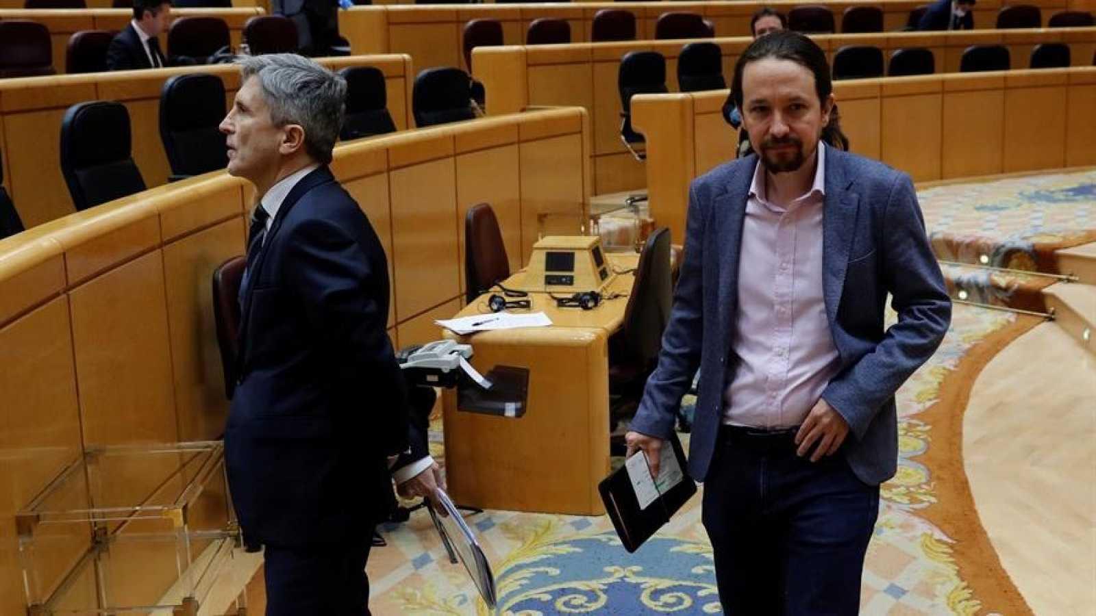 eL vicepresidente segundo del Gobierno, Pablo Iglesias (d), y el ministro de Interior, Fernando Grande-Marlaska (i),