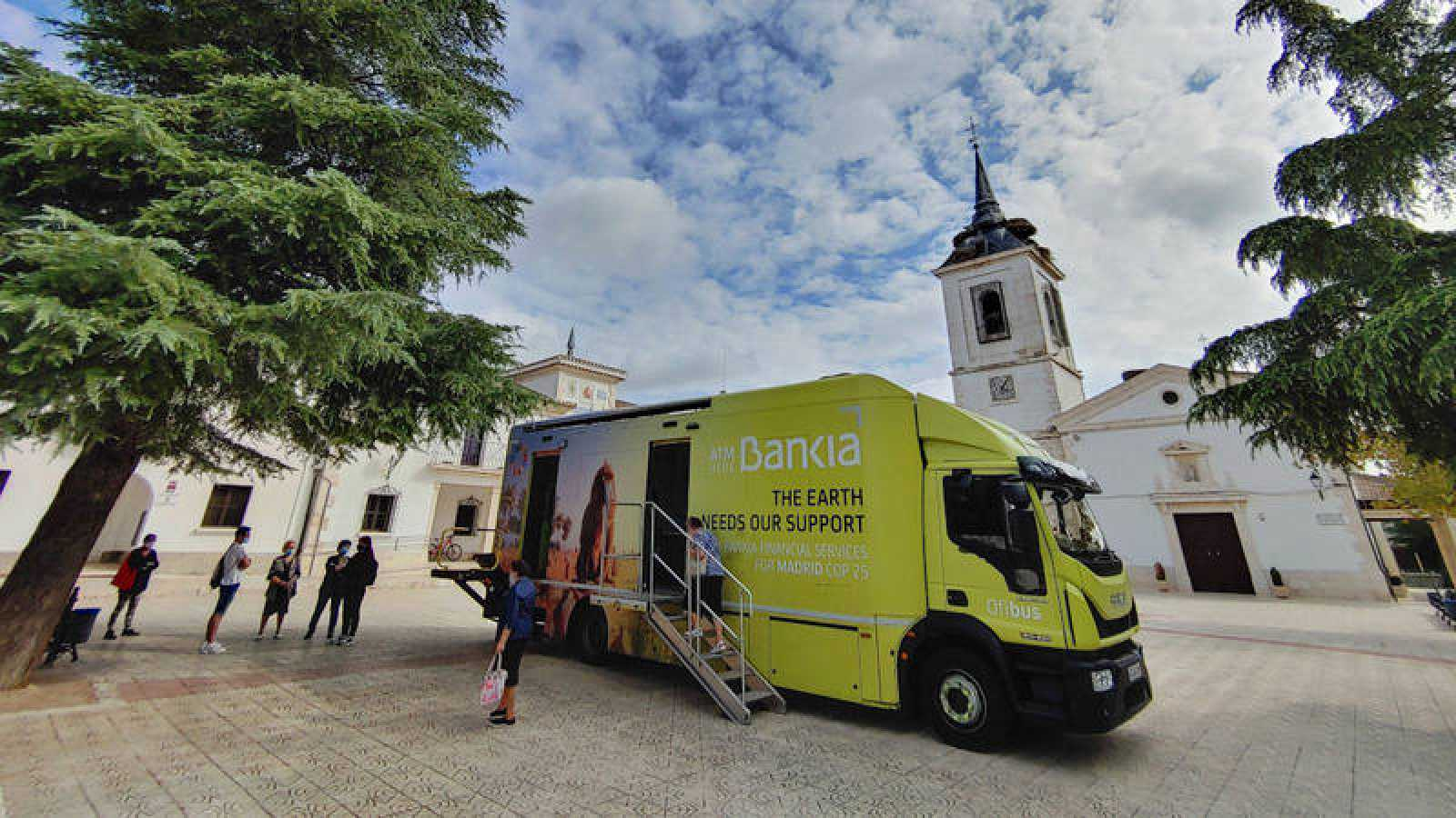 Autobús móvil con cajero automático para los pueblos del interior de Castellón