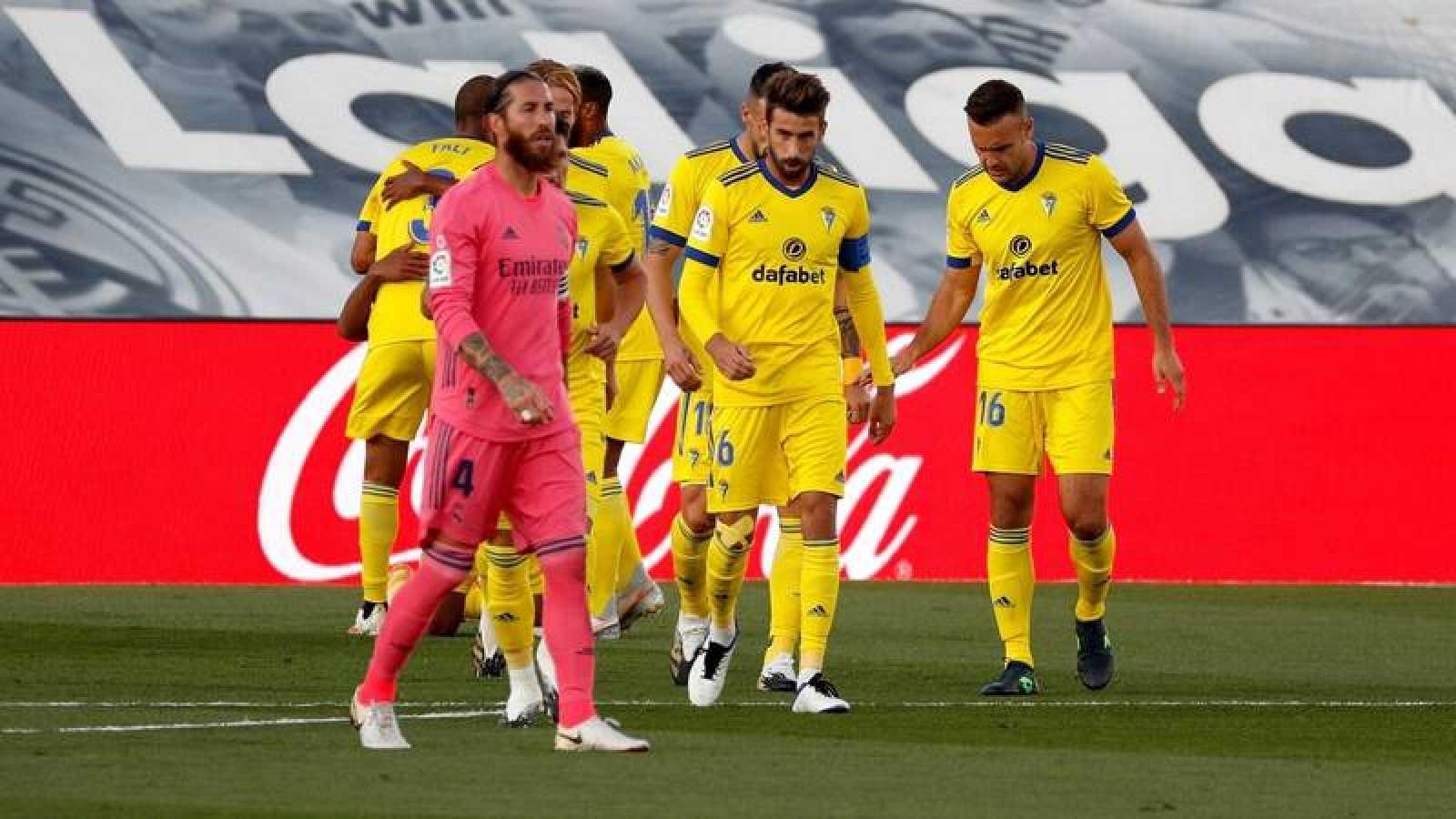 Los jugadores del Cádiz celebran el 0-1 ante el Madrid.