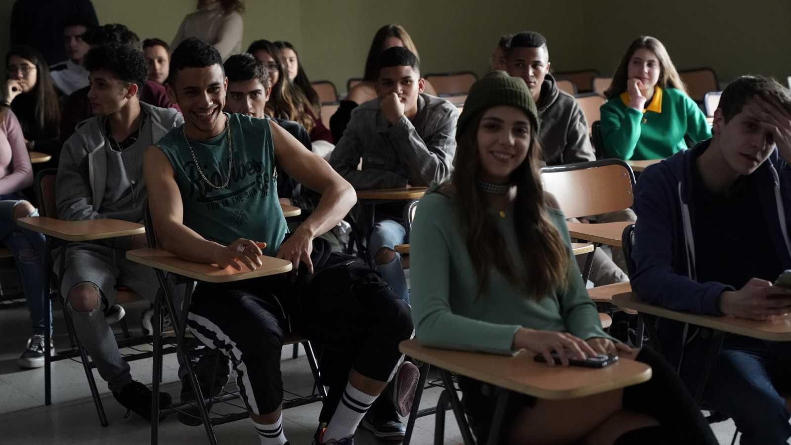 Los alumnos de 'HIT' durante la grabación de la charla con los actores porno