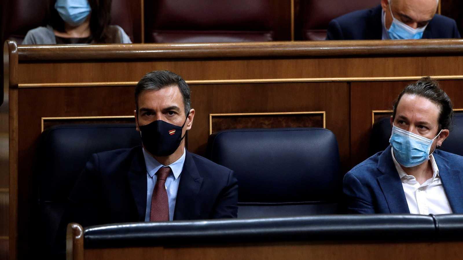 El presidente Sánchez y el vicepresidente Iglesias en el banco azul
