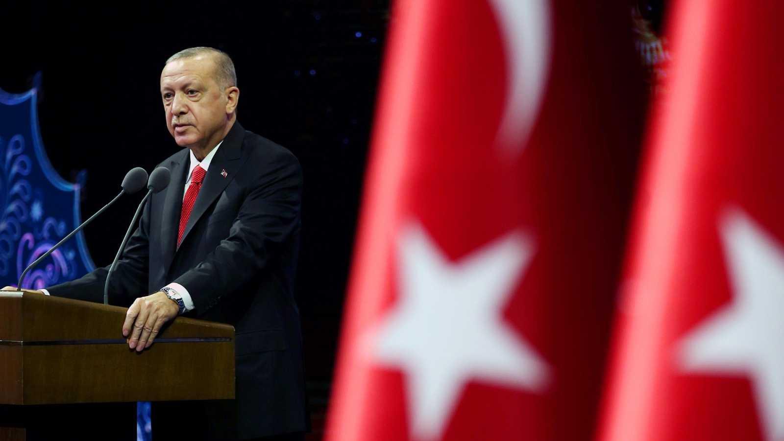 Erdogan pide boicotear productos franceses y compara a los musulmanes en Europa con los judíos antes del Holocausto