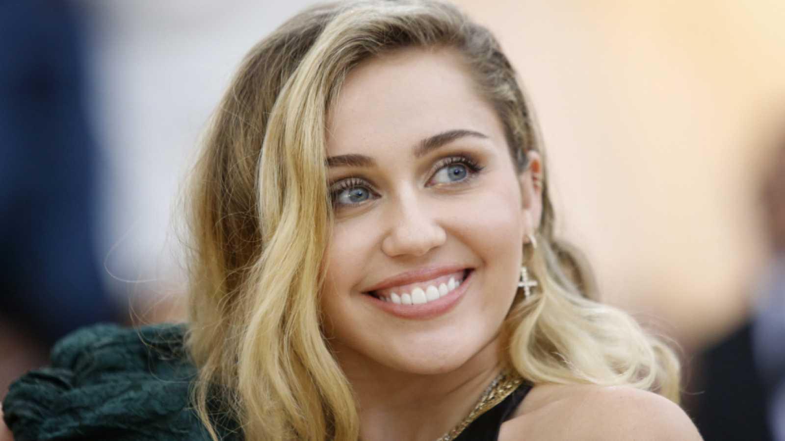 Miley Cyrus confiesa lo que ocurrió durante la grabación de 'Plastic Hearts'