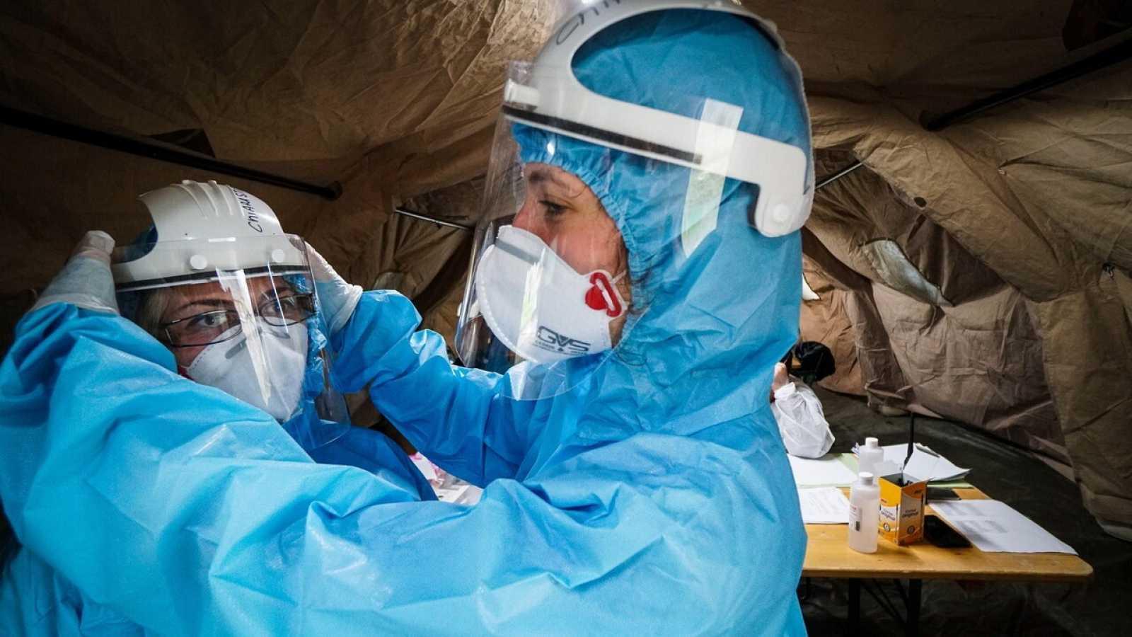 El Ejército italiano lleva a cabo tests de coronavirus en Caserta, Italia. EFE/EPA/CESARE ABBATE