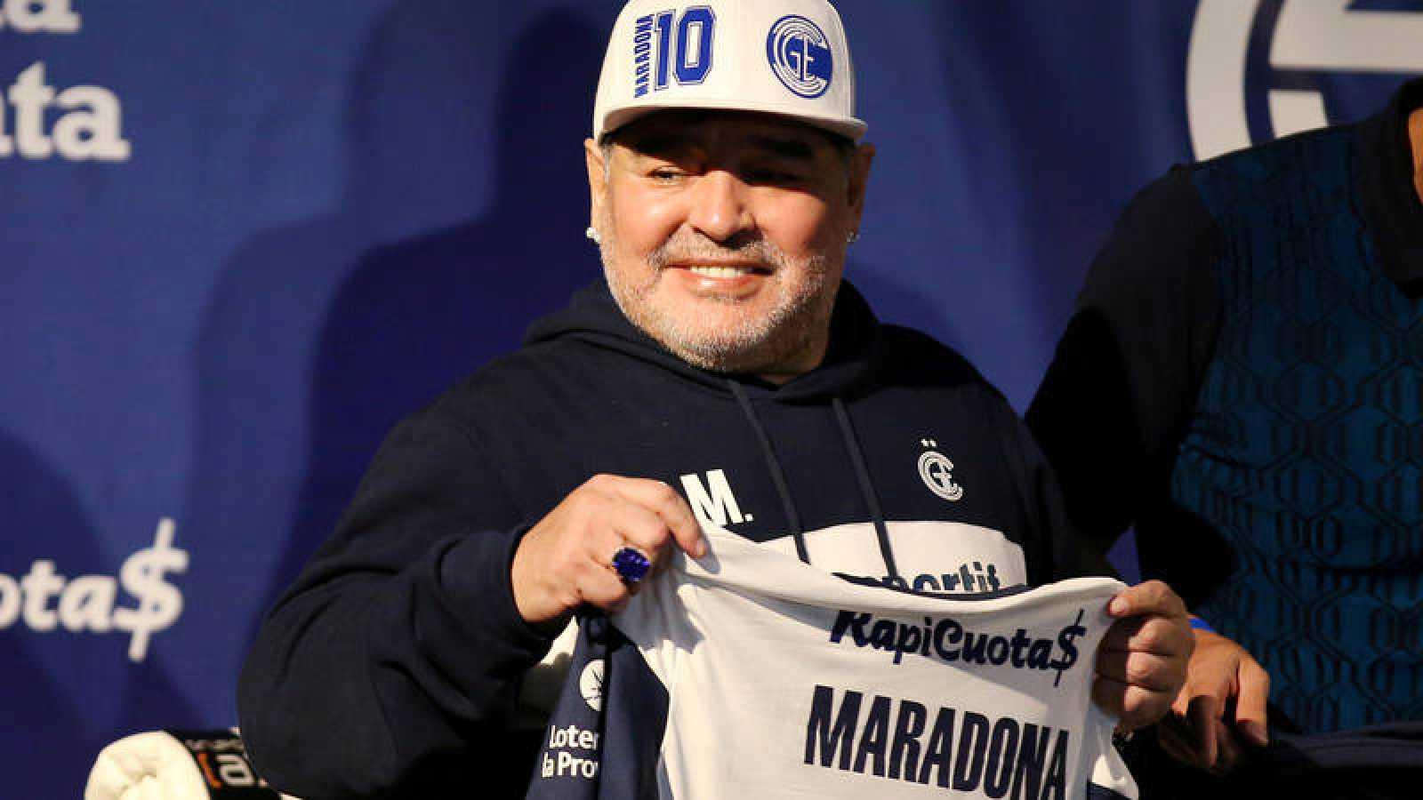 Maradona, en su presentación como entrenador de Gimnasia y Esgrima