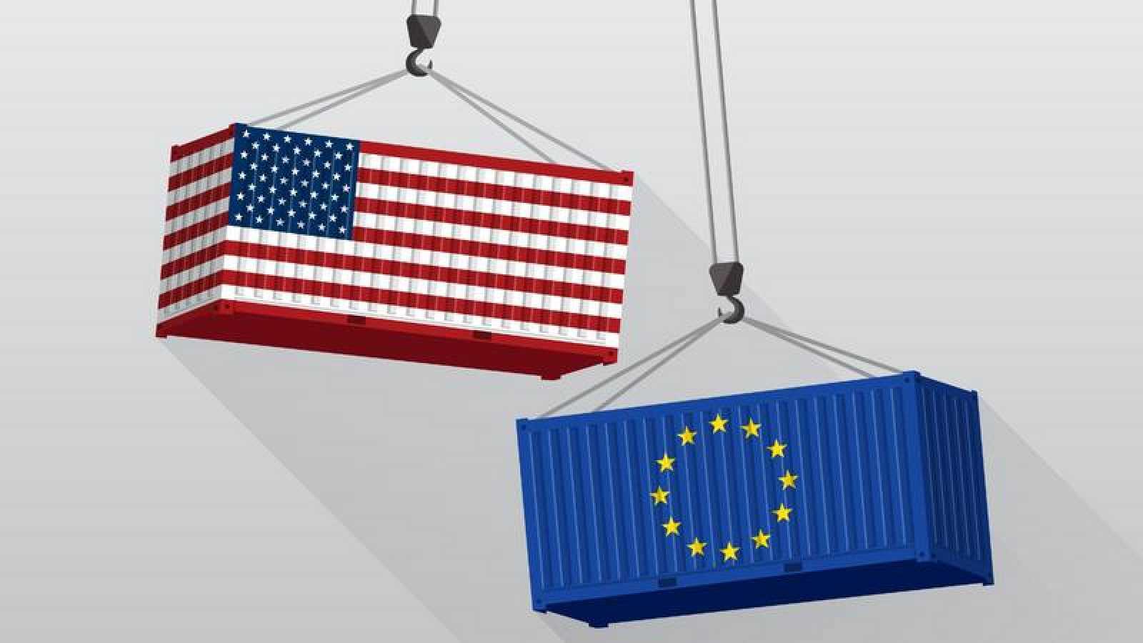 Dos contenedores con las banderas de Estados Unidos y de la Unión Europea