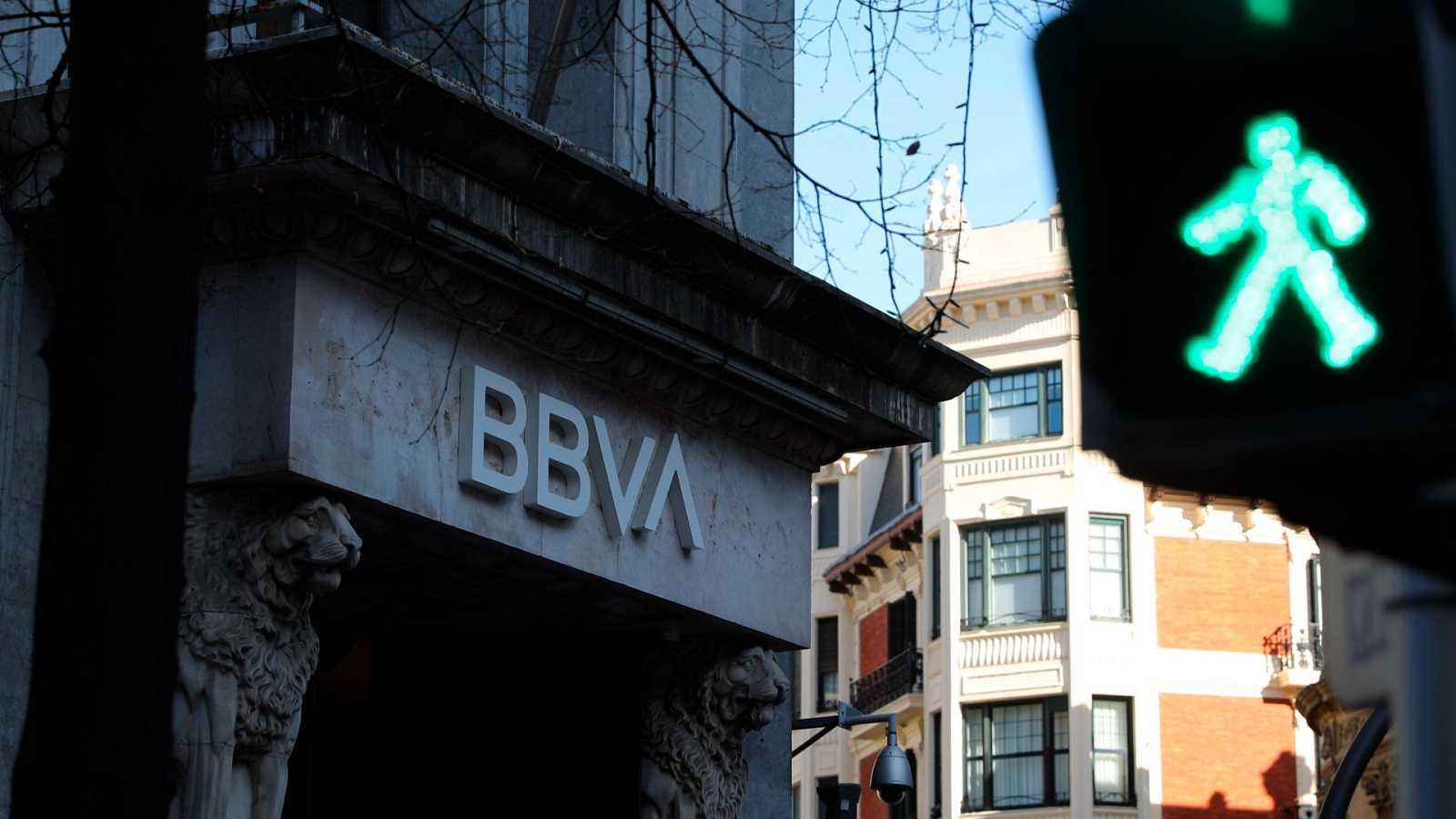 Las entidades BBVA y Banco Sabadell mantienen contactos preliminares para una posible fusión