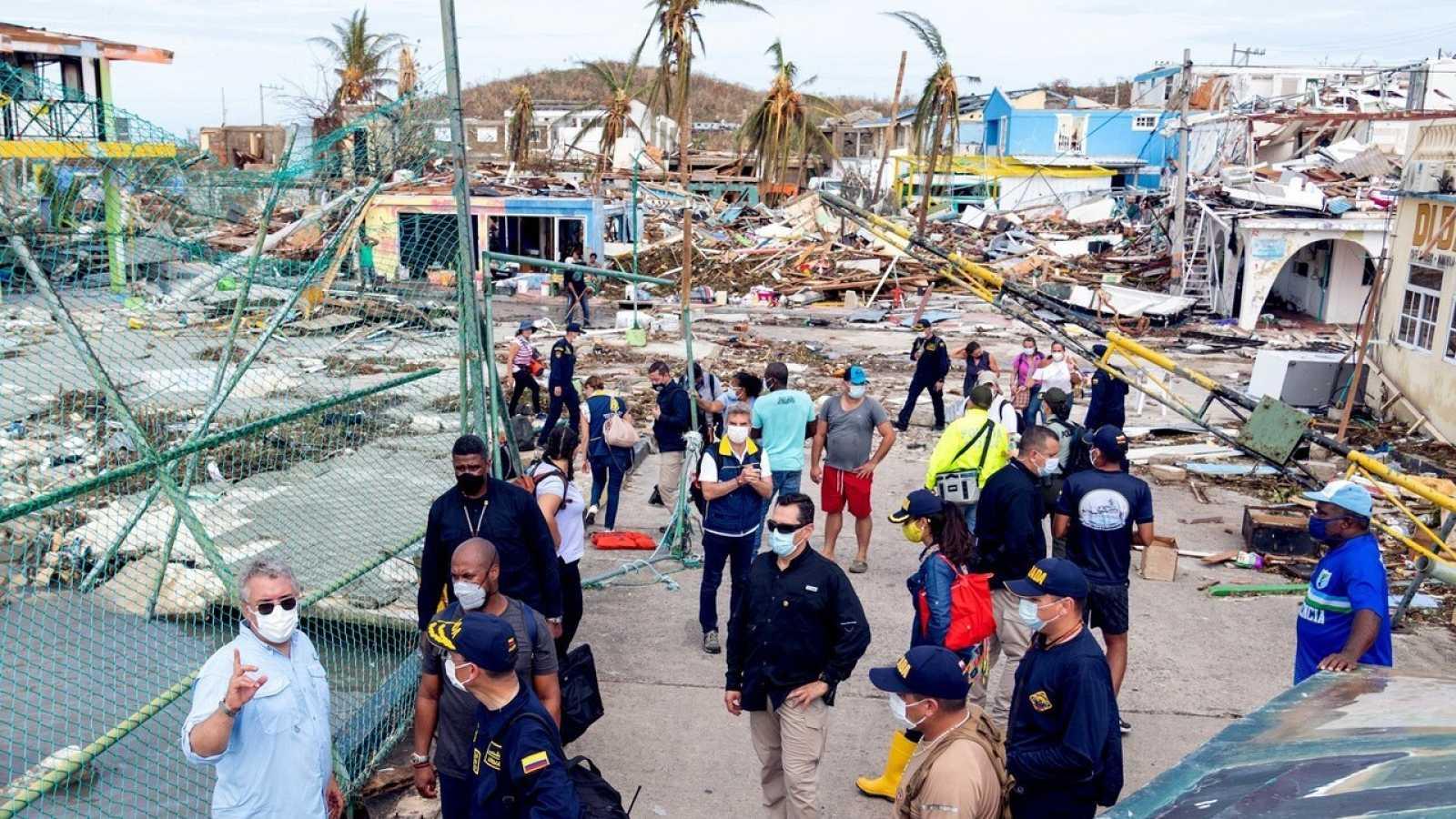 El presidente de Colombia visita la devastada isla de Providencia (Colombia) este martes