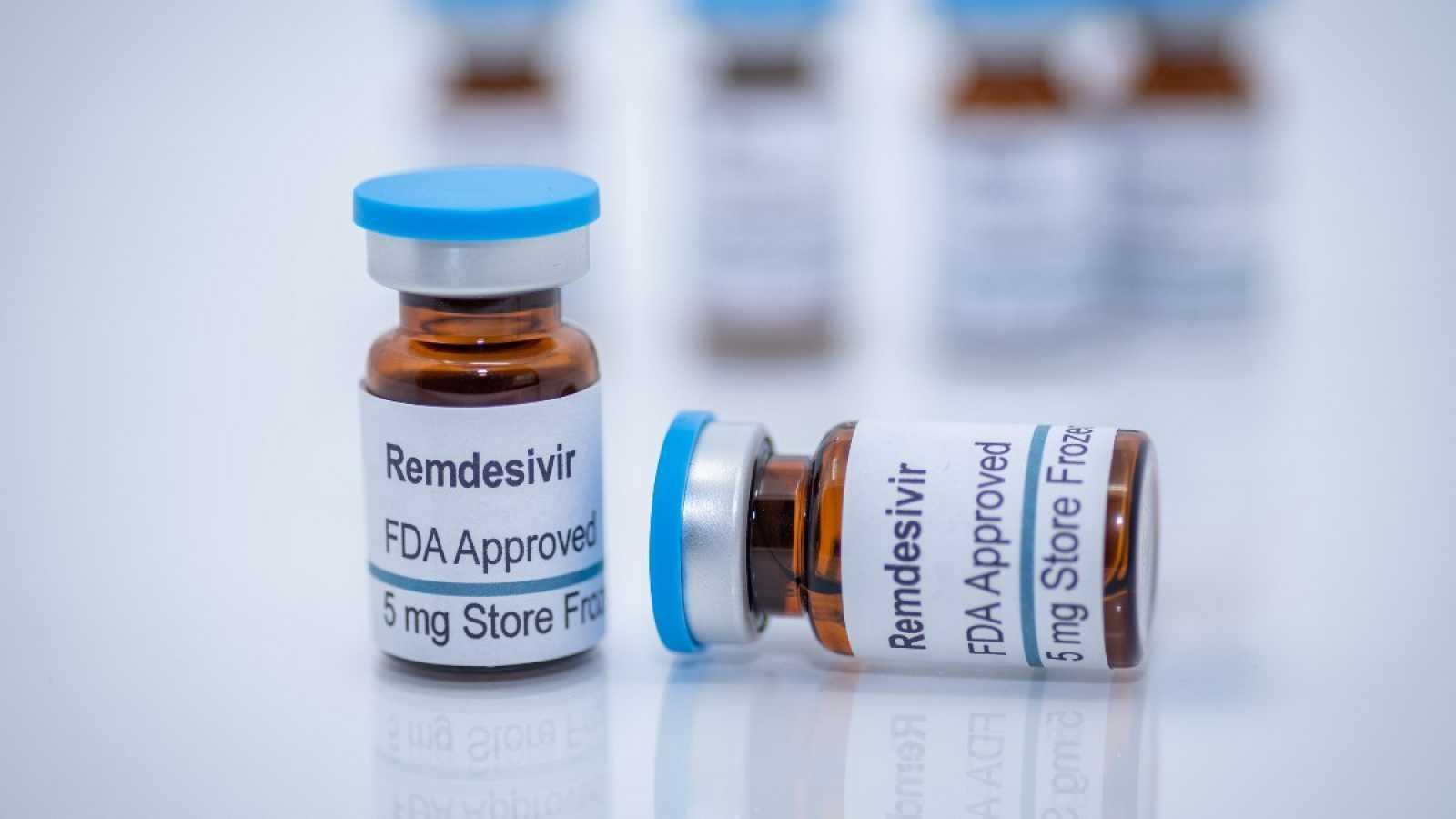 Imagen de archivo de un envase etiquetado con el nombre del antiviral redemsivir