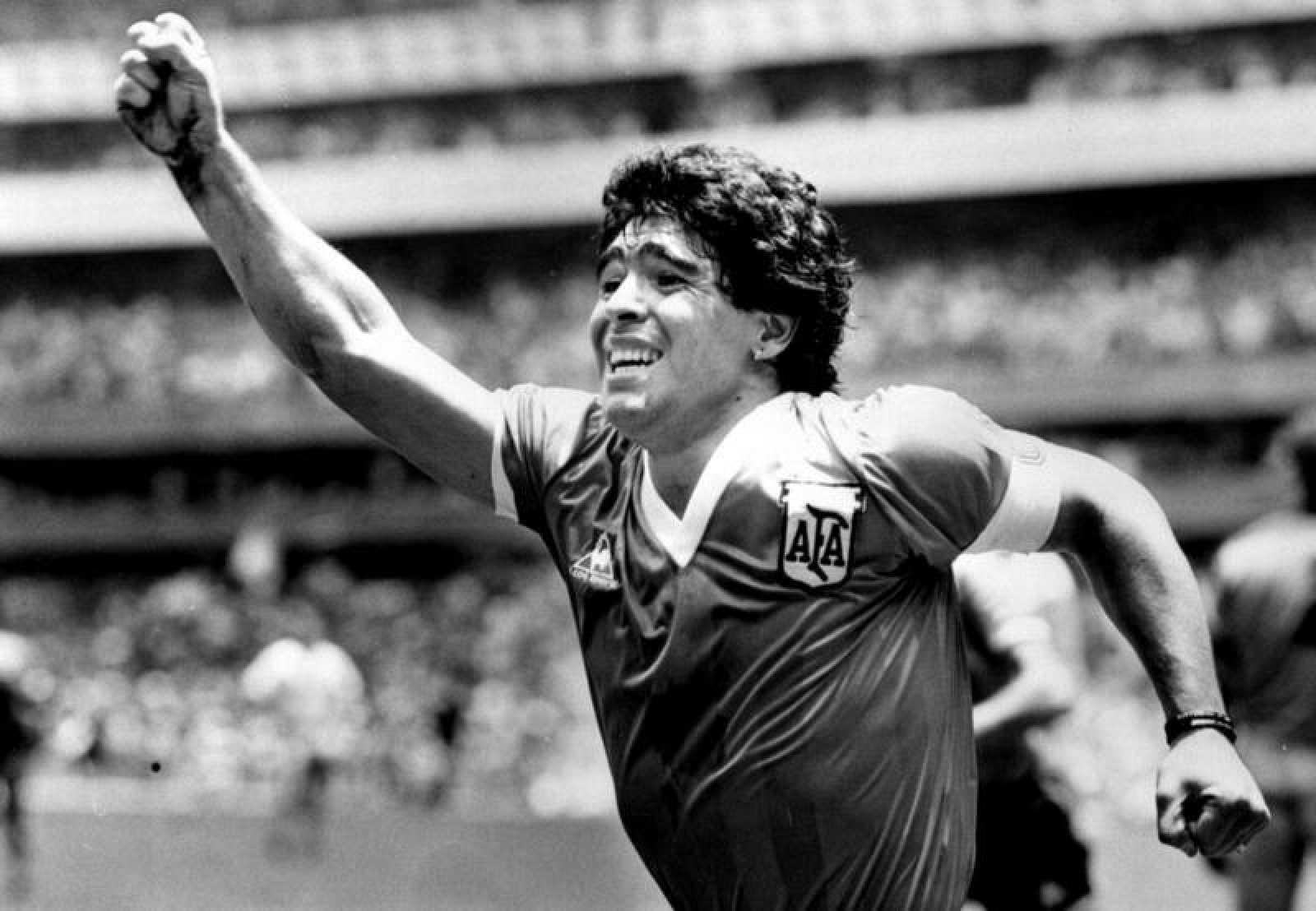 Maradona en una foto de archivo con la selección argentina.