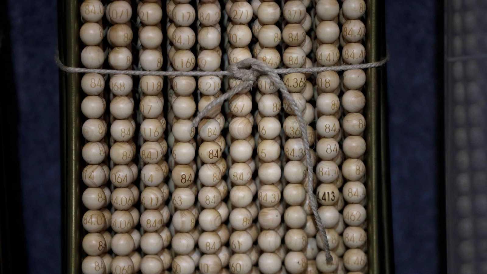 Las bolas del Sorteo de la Lotería de Navidad, siempre perfectas