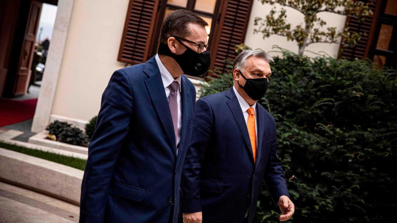El primer ministro polaco, Mateusz Morawieck, y su homólogo húngaro, Viktor Orbán, este jueves en Budapest
