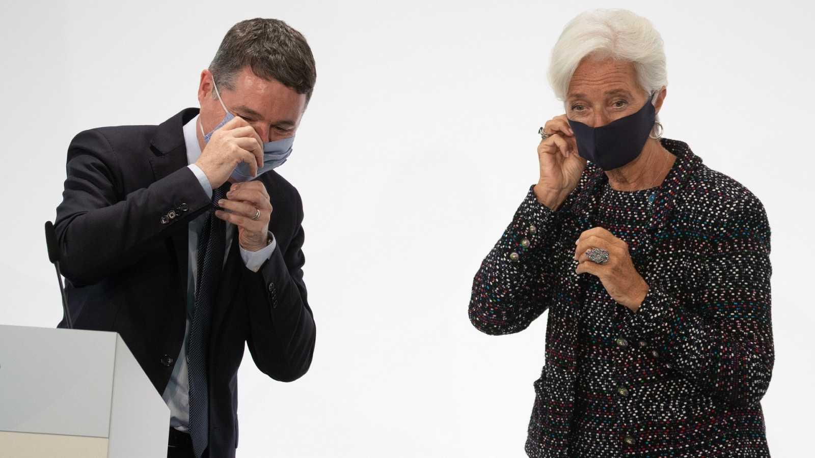 El presidente del Eurogrupo, Paschal Donohe, junto a la presidenta del BCE, Christine Lagarde