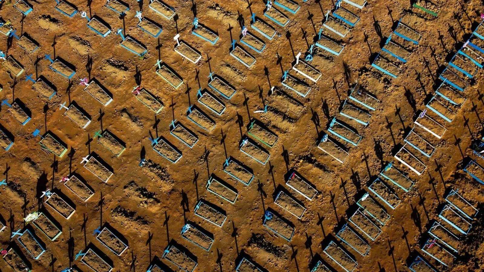Vista aérea del cementerio de Nossa Senhora Aparecida en Manaos, Brasil