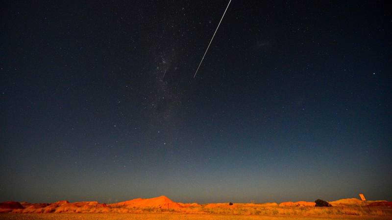 La cápsula de la sonda japonesa Hayabusa2 poco antes de aterrizar en el sur de Australia
