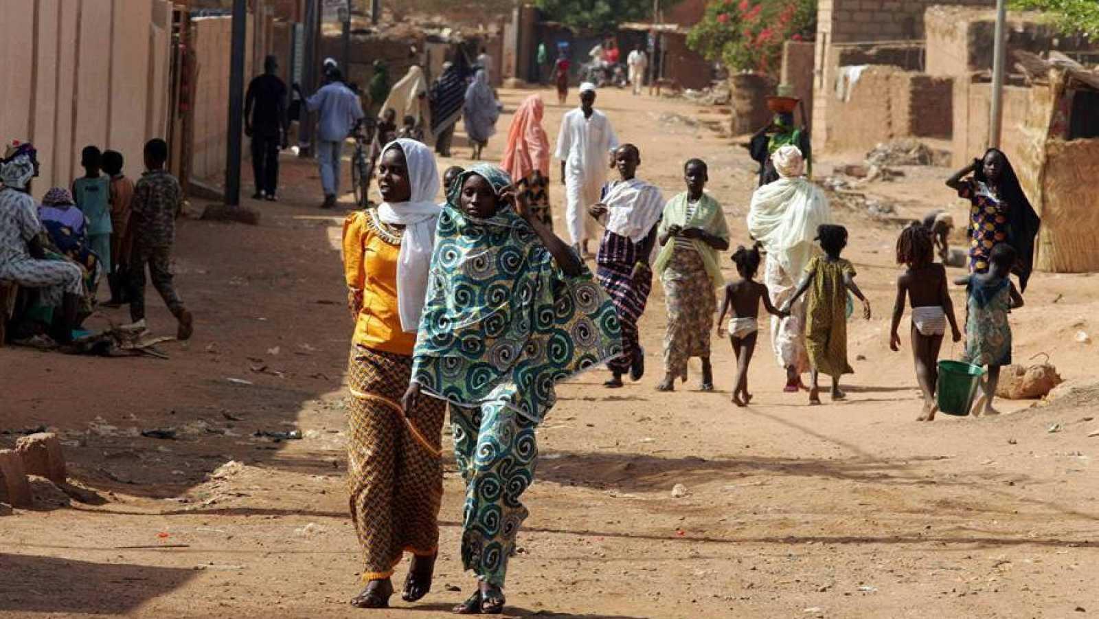 Imagen de archivo de una calle sin asfaltar en Niamey, capital de Níger.