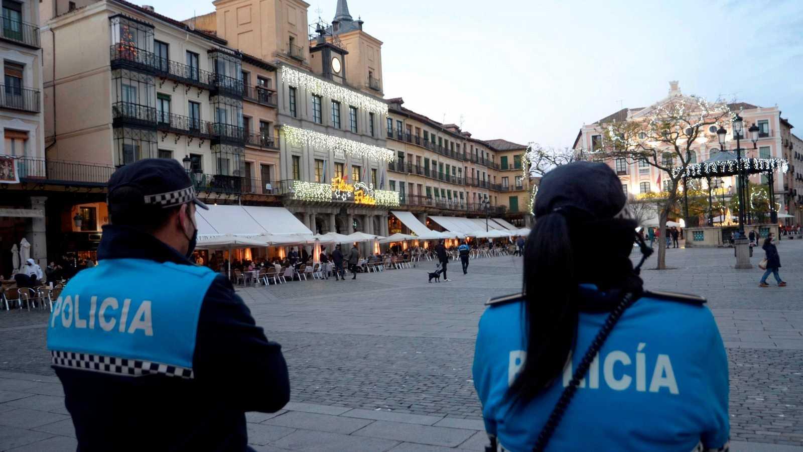 Efectivos de la Policía Local de Segovia en la Plaza Mayor.
