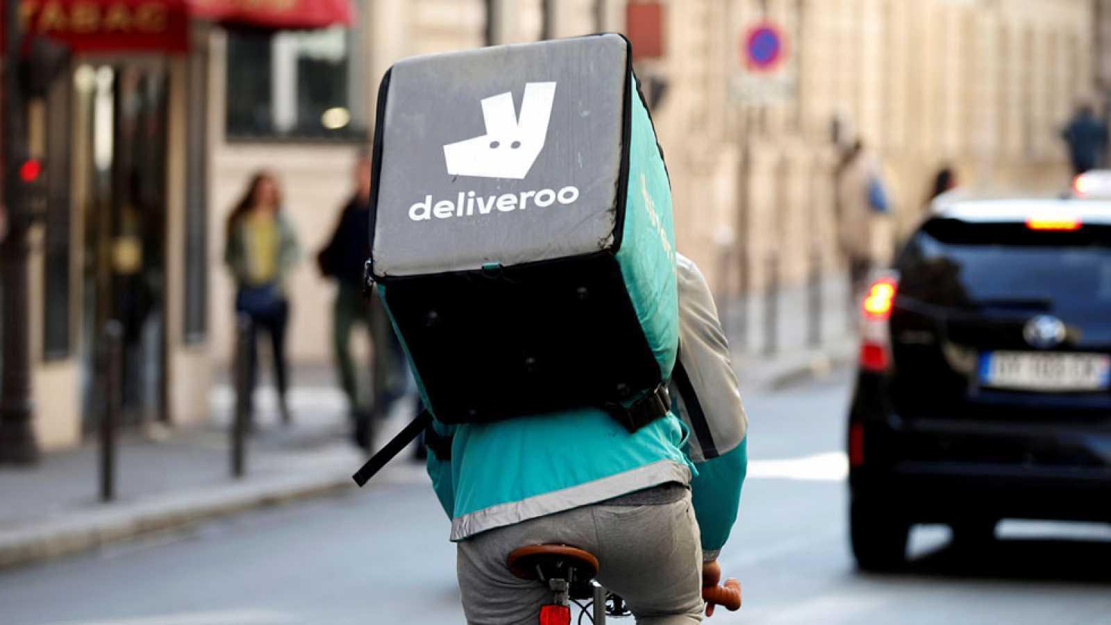 Un repartidor vinculado a Deliveroo.