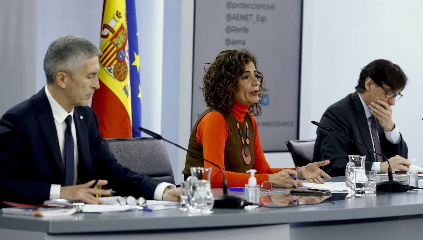 La ministra de Hacienda, María Jesús Montero, y los titulares de Interior, Fernando Grande Marlaska, y Sanidad, Salvador Illa