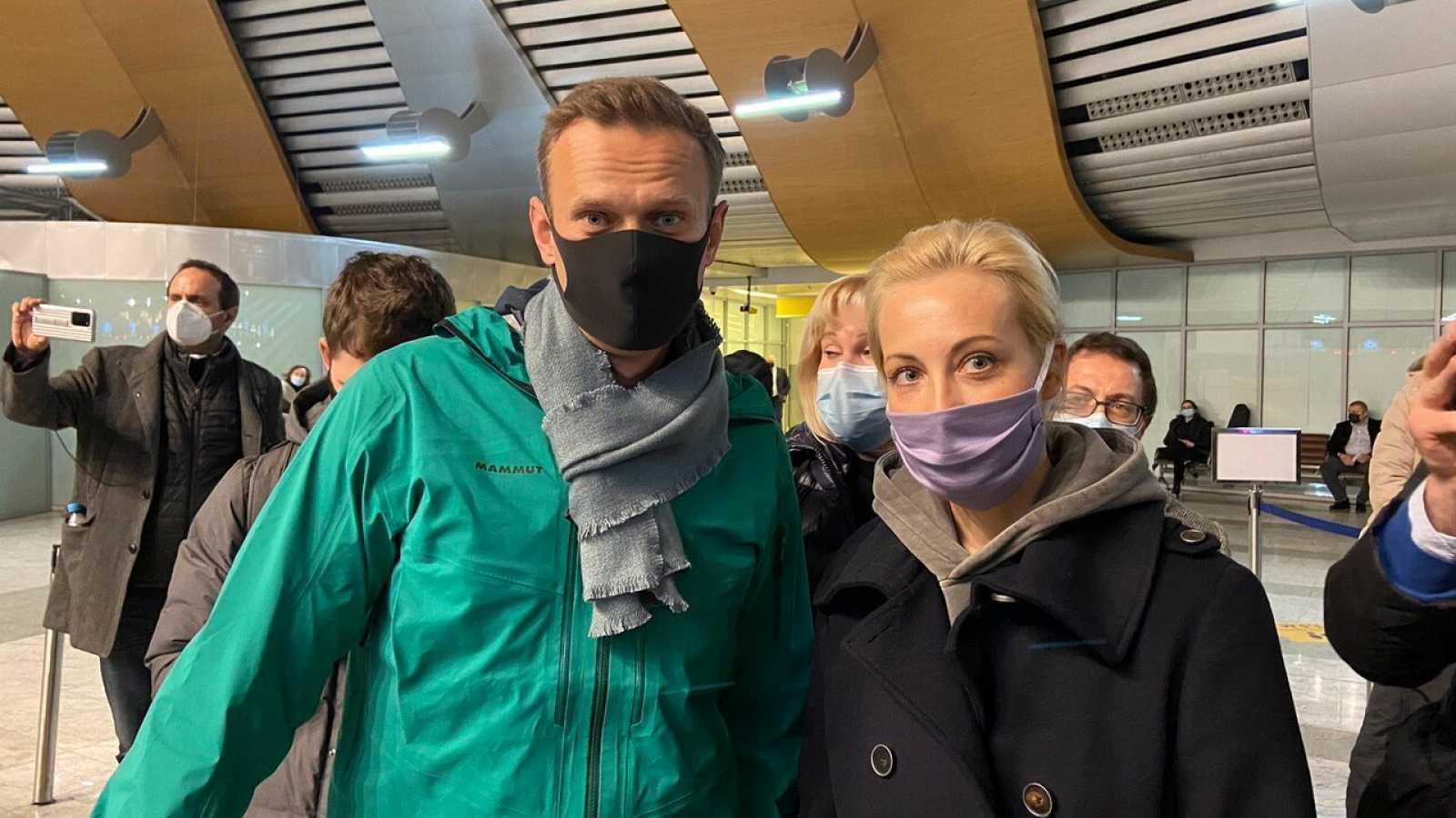 Alexéi Navalny e su llegada a Moscú, poco antes de ser detenido