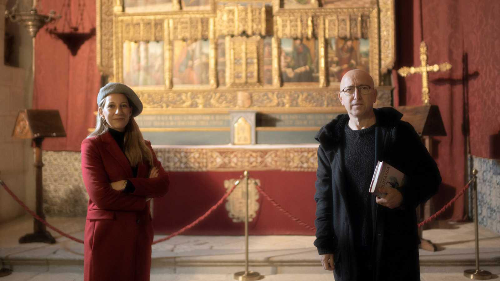 Óscar López con la escritora Eva García Sáenz de Urturi