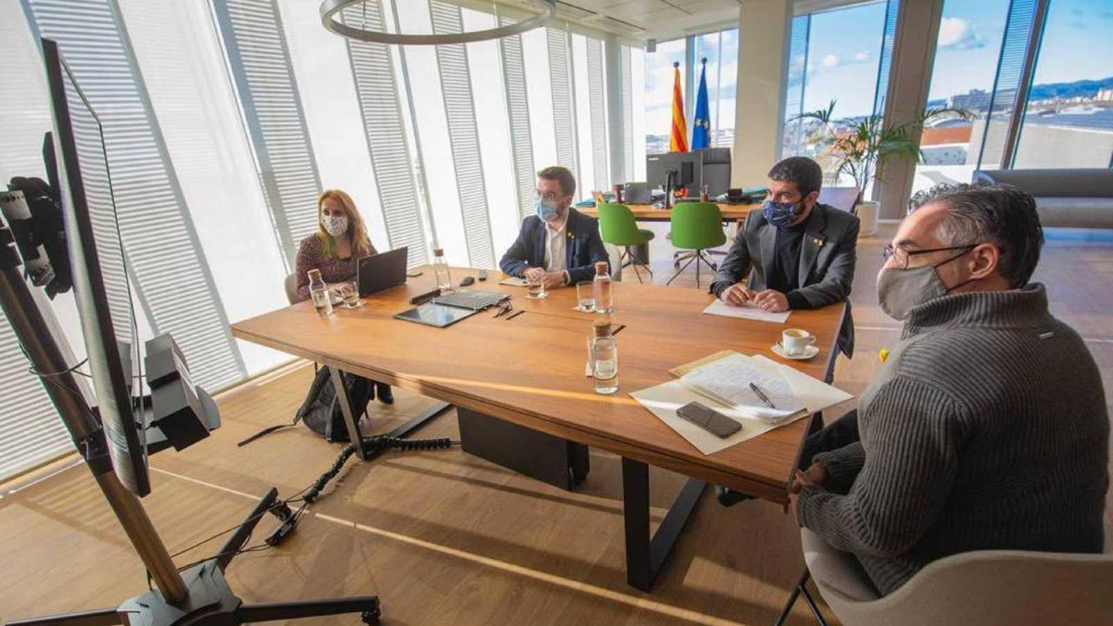 Reunió entre els membres del Govern per decidir els nous ajuts directes per als autònoms, les pimes, els treballadors en ERTO i els sectors més afectats