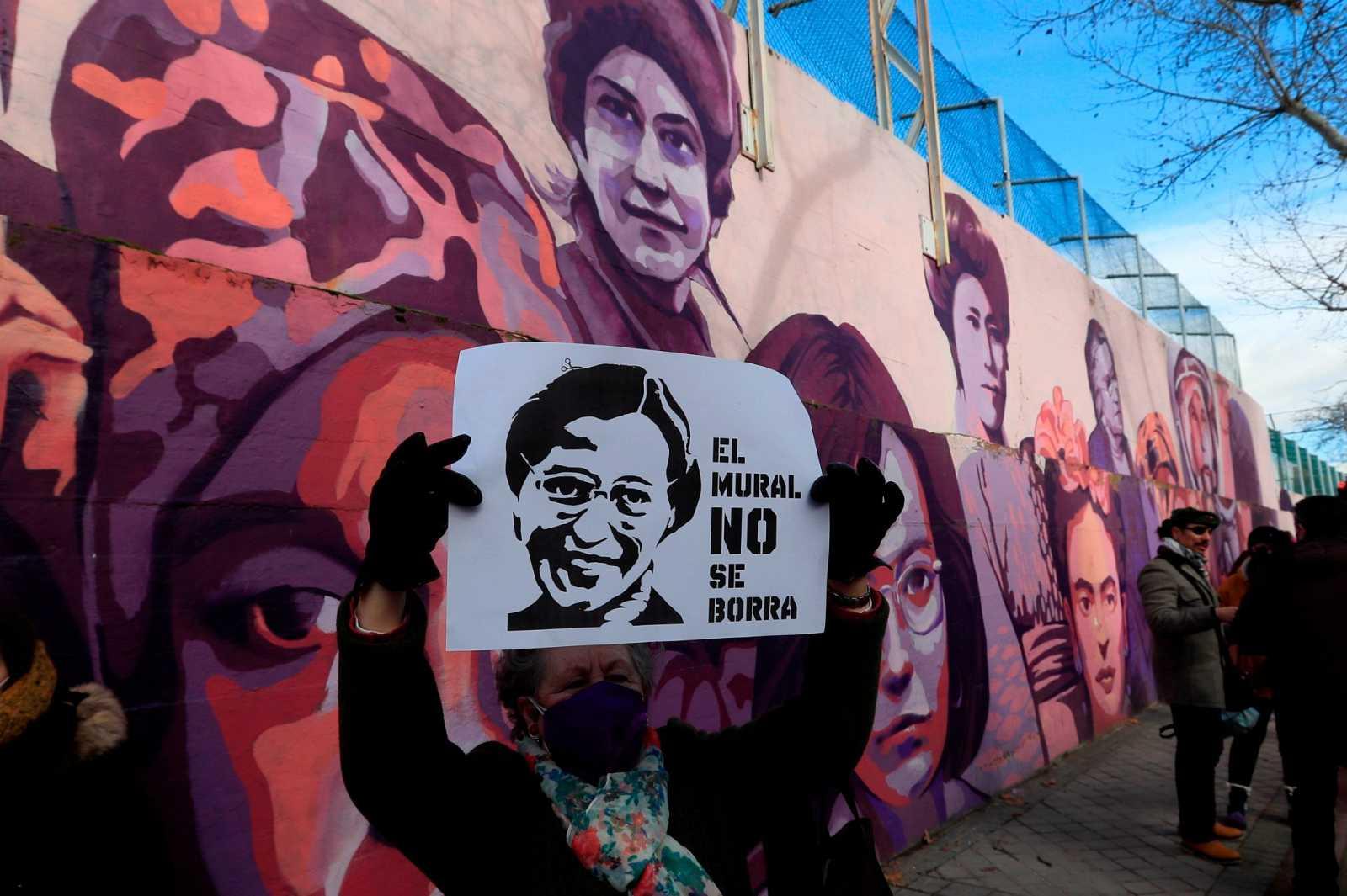 Quiénes son y qué representan las 15 mujeres que aparecen en el mural  feminista que borrará el Ayuntamiento de Madrid?