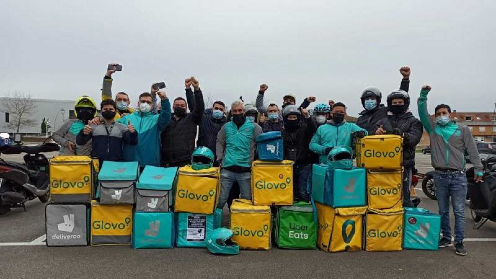 Concentración de protesta de los 'riders' en Gijón