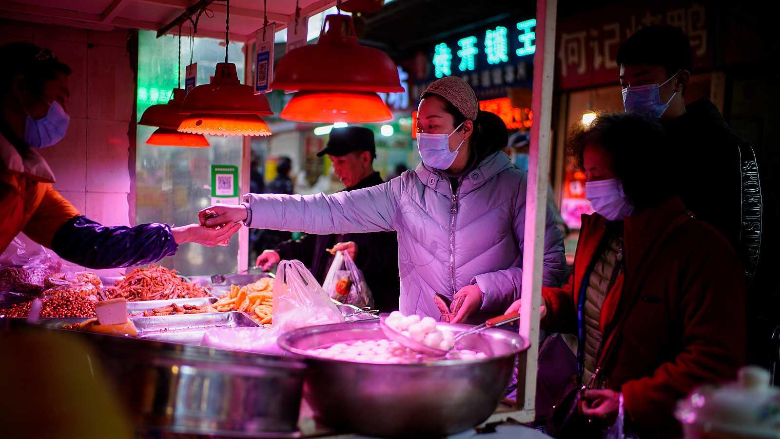 Mercado callejero de la ciudad china de Wuhan.