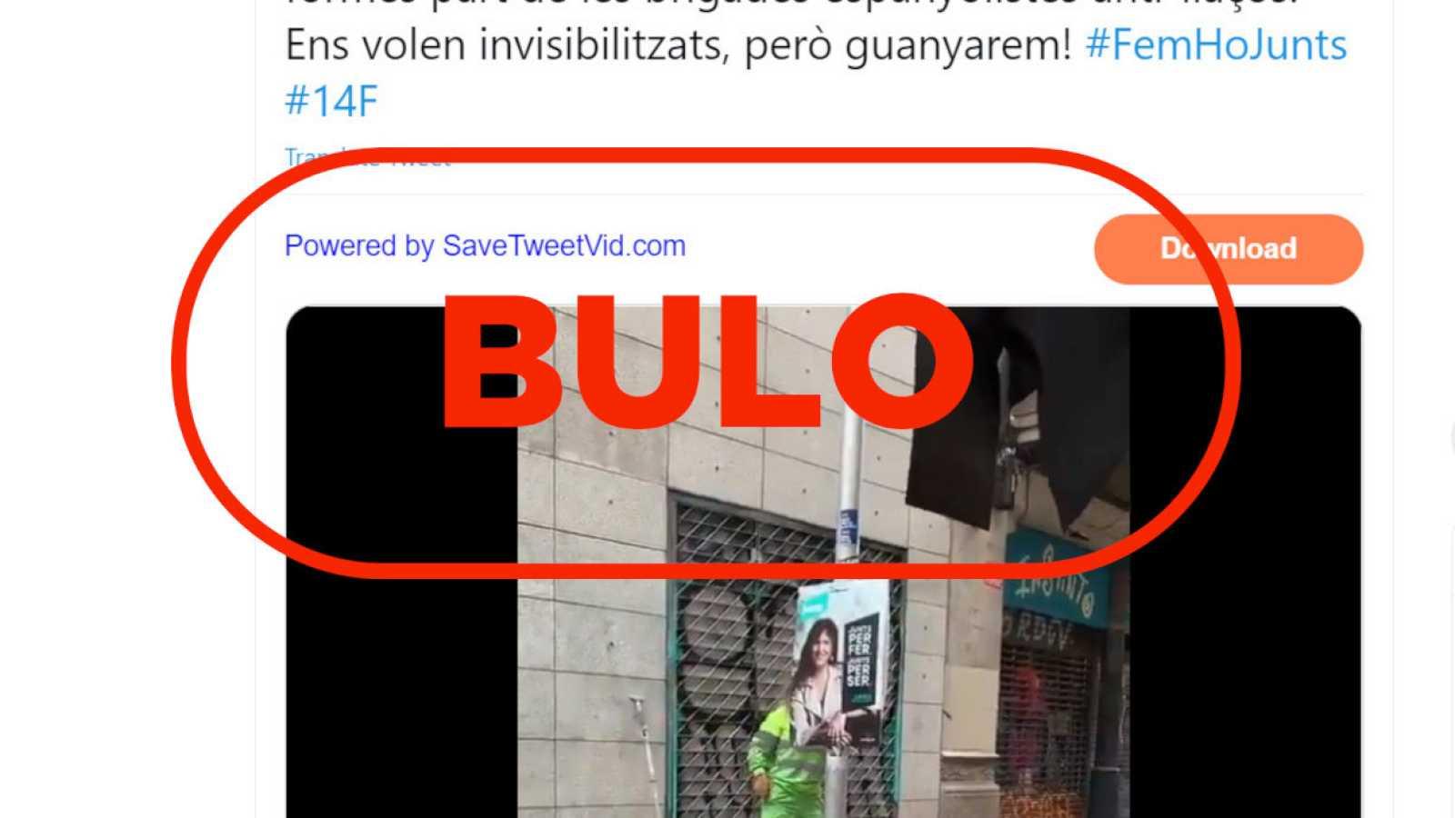 Captura de uno de los tuits con información falsa sobre la retirada de carteles políticos en las calles de Barcelona y el sello de bulo de RTVE.