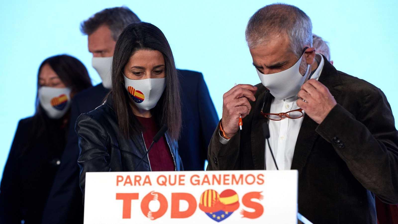 El candidato a la presidencia de la Generalitat por Ciudadanos Carlos Carrizosa y la presidenta del partido Inés Arrimadas comparecen para valorar los resultados electorales, este domingo en Barcelona