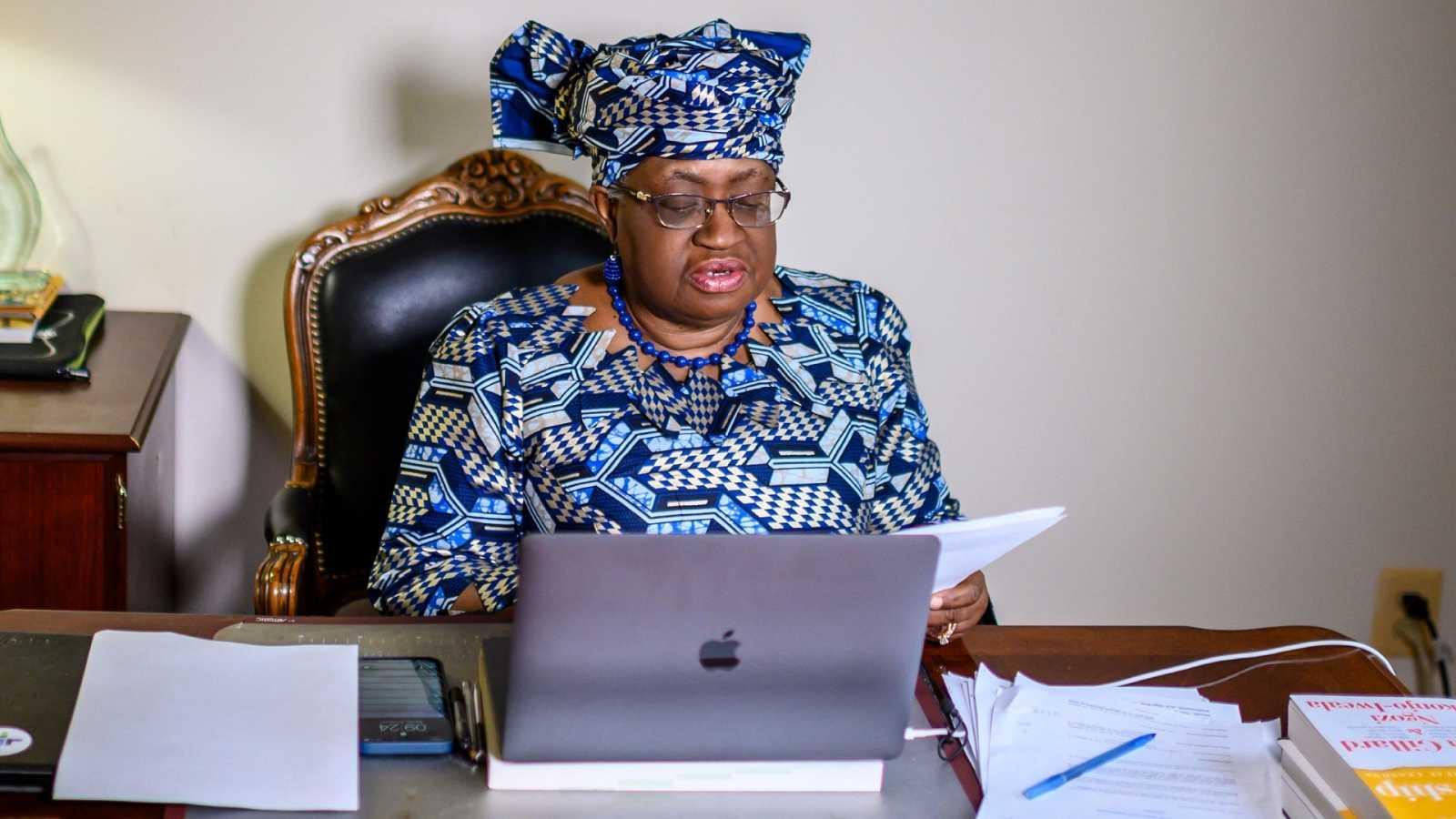 Ngozi Okonjo-Iweala da su discurso de aceptación en su casa de Potomac, Maryland, cerca de Washington DC, después de que fuese confirmada como directora de la OMC