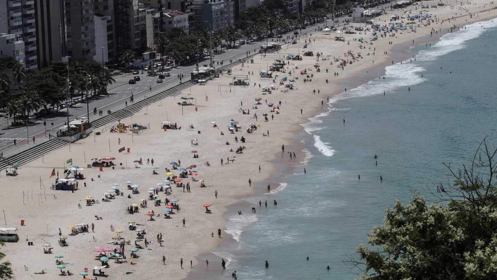 Una playa en Rio de Janeiro este jueves, cuando Brasil llega a los 10 millones de casos de coronavirus