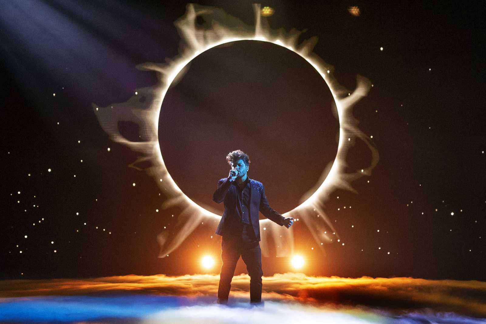 Blas Cantó durante la interpretación de 'Voy a quedarme'