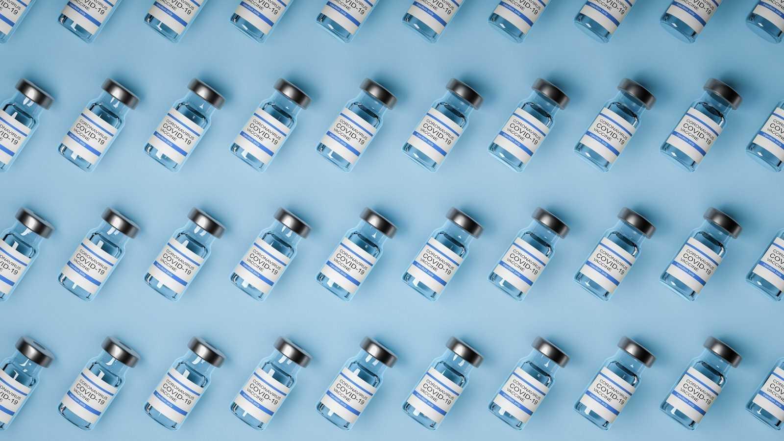 Imagen de archivo con viales de vacunas contra el coronavirus.