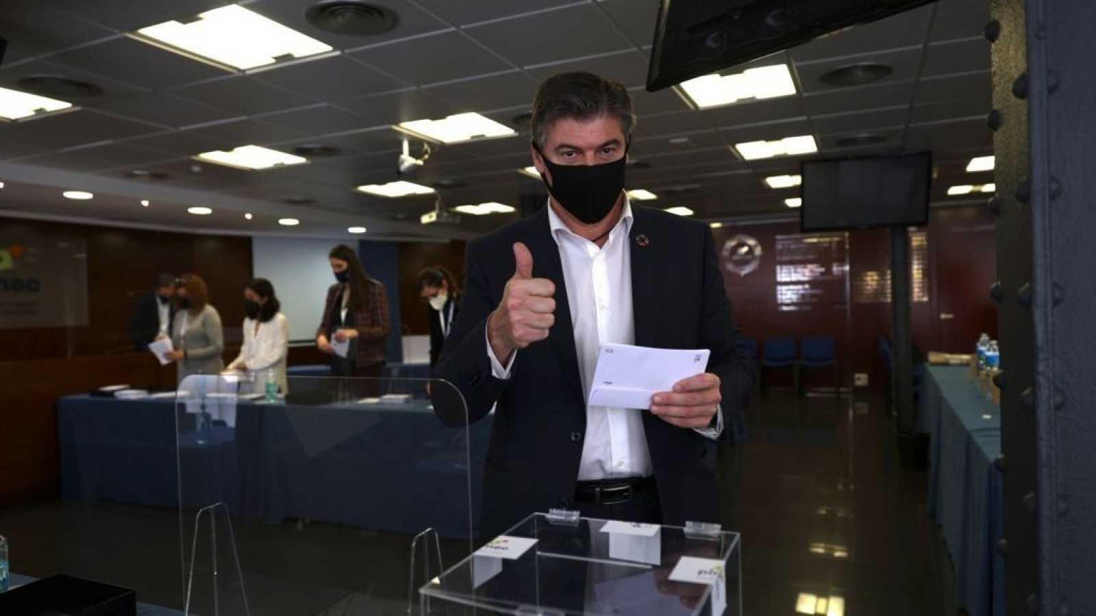 El nou president de Pimec, Antoni Cañete, votant