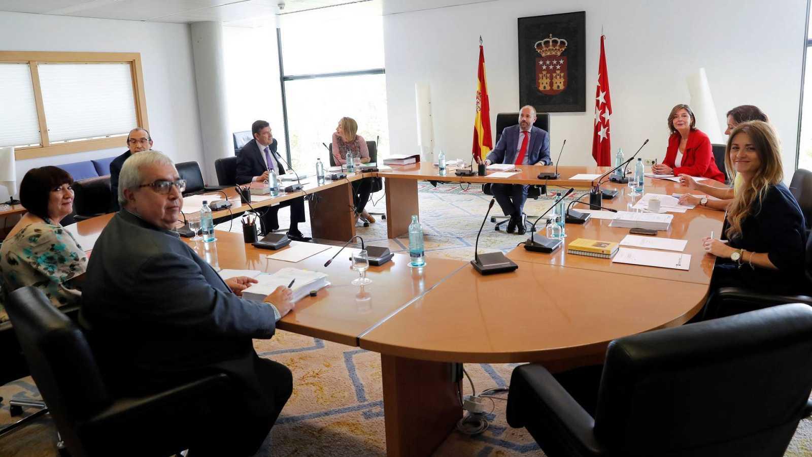 Imagen de la Mesa de la Asamblea de Madrid tras su primera reunión