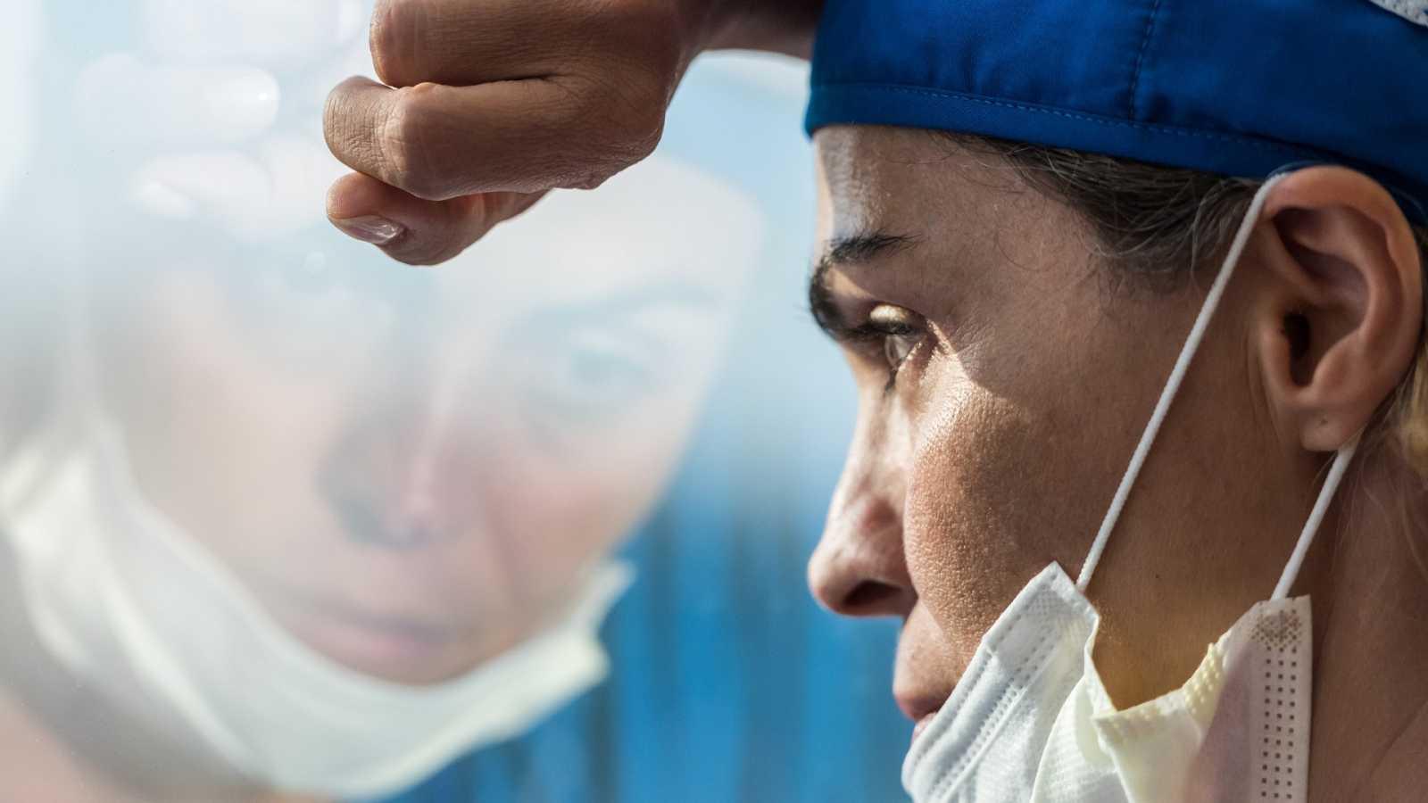 El estrés, la angustia o el temor se han convertido en cargas habituales para los enfermeros durante la crisis sanitaria.