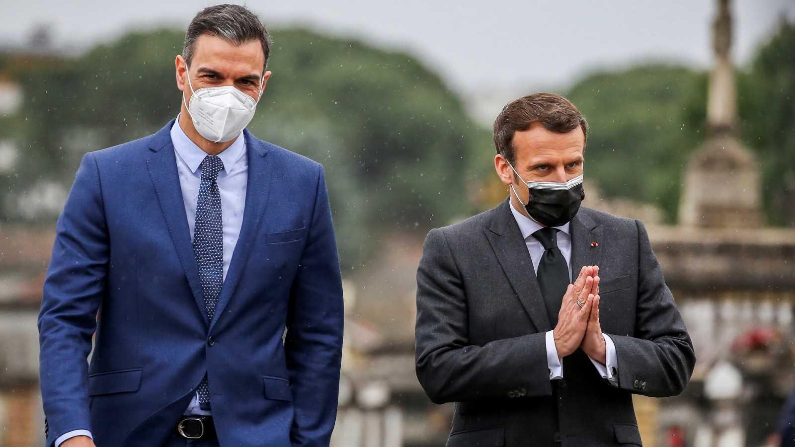 Macron y Sánchez firman el acuerdo de doble nacionalidad hispano-francesa
