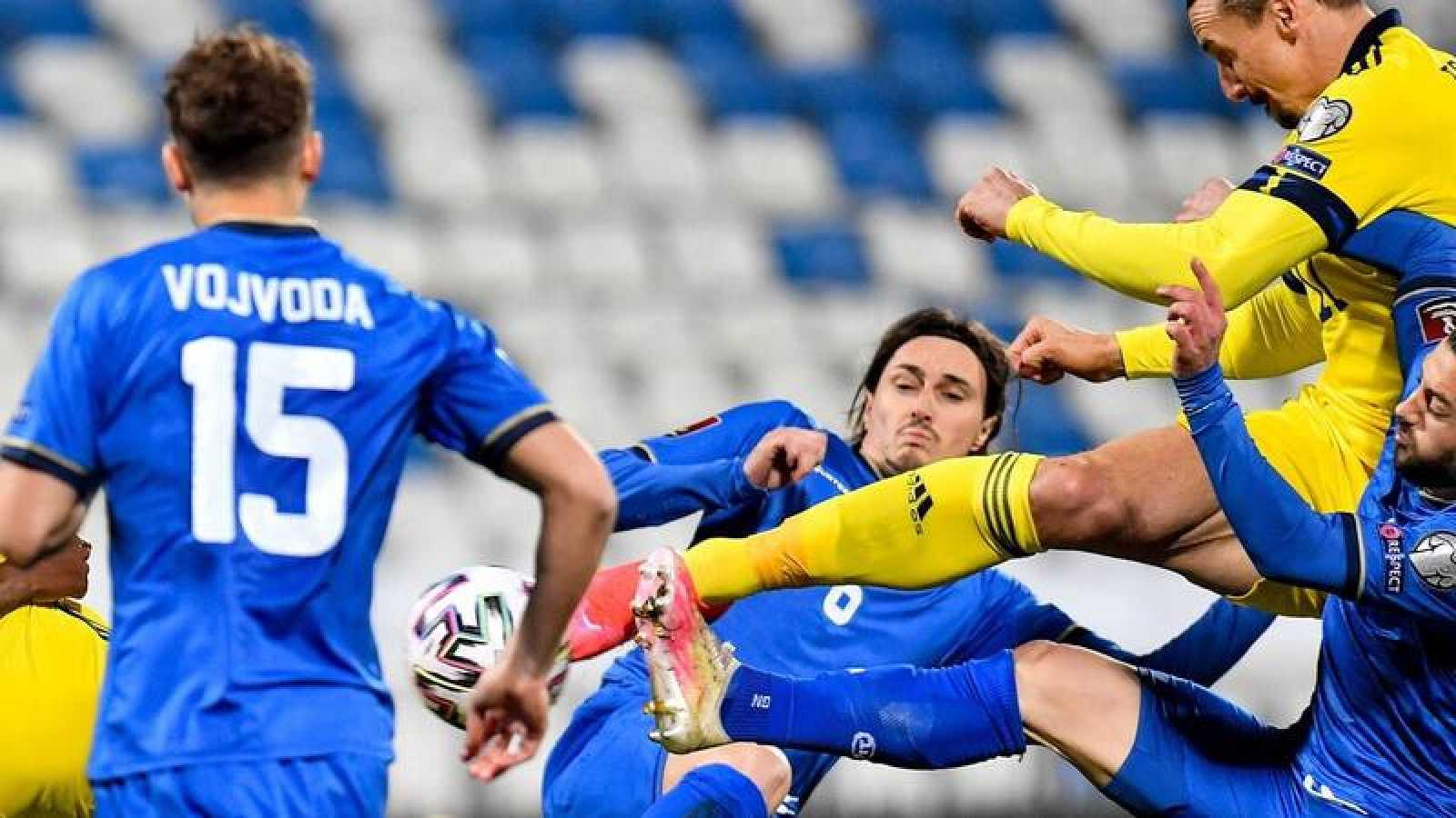 Imagen del encuentro entre la Federación de Fútbol de Kosovo y Suecia.