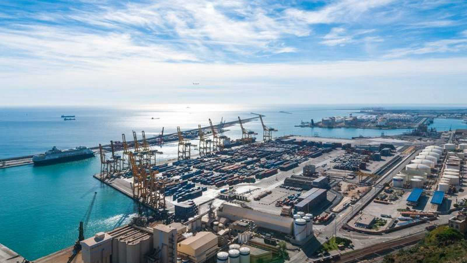 Vista aérea del puerto de Barcelona