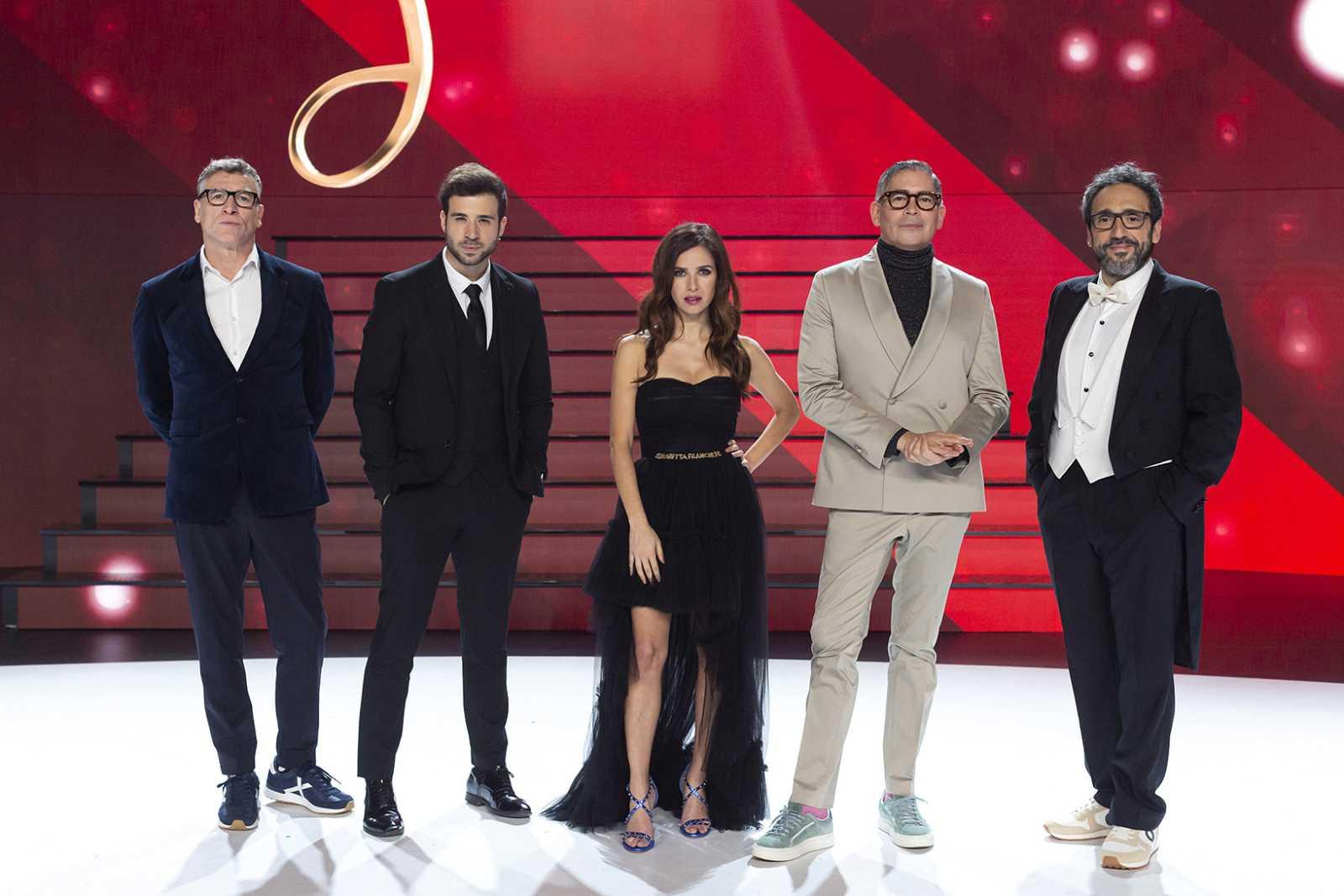 Boris Izaguirre y Paula Prendes junto a Nacho Duato, José Manuel Zapata y Rubén Simeó