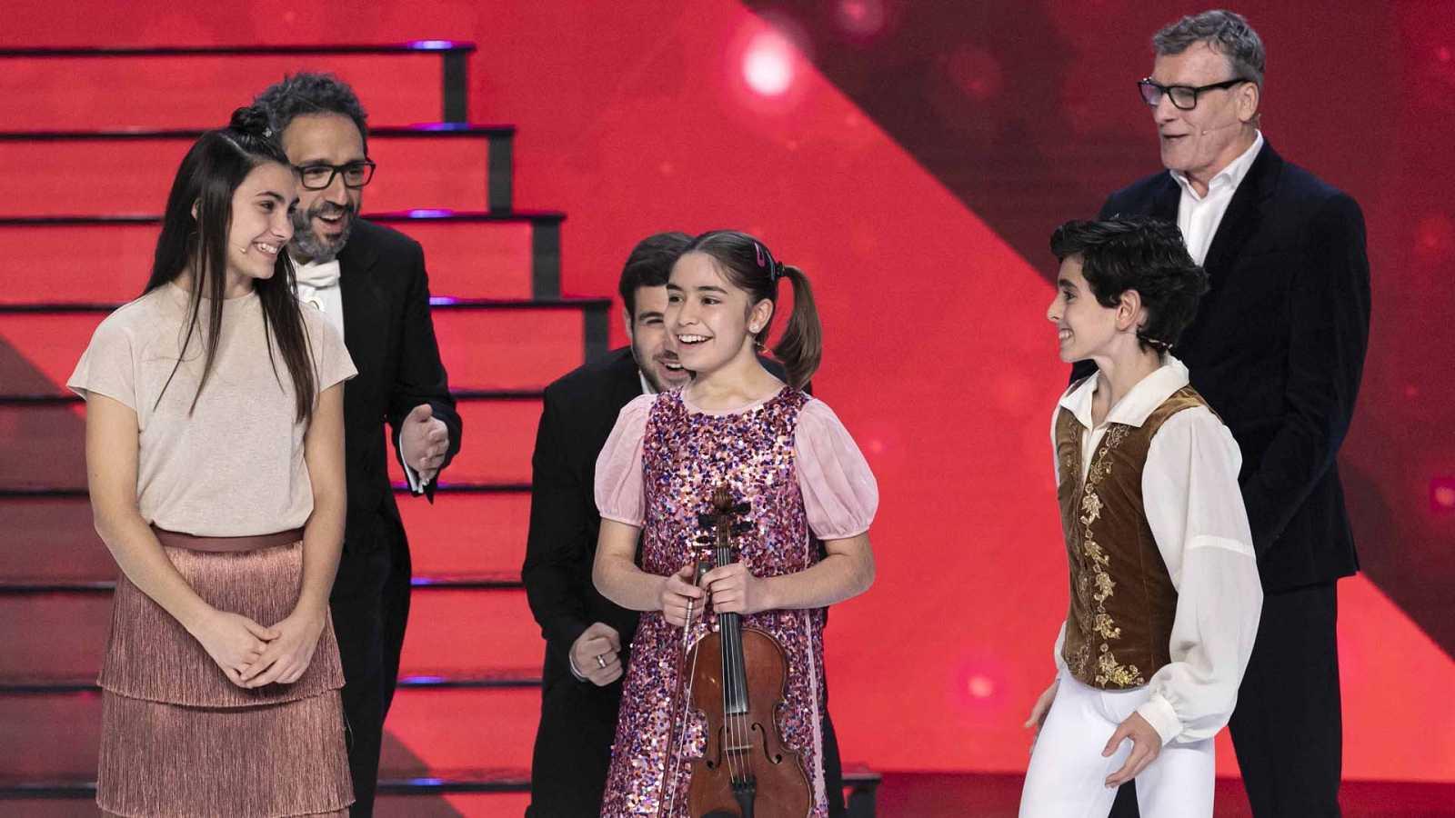 """Sofía, en el centro, ganó el título de """"Prodigio del año""""."""