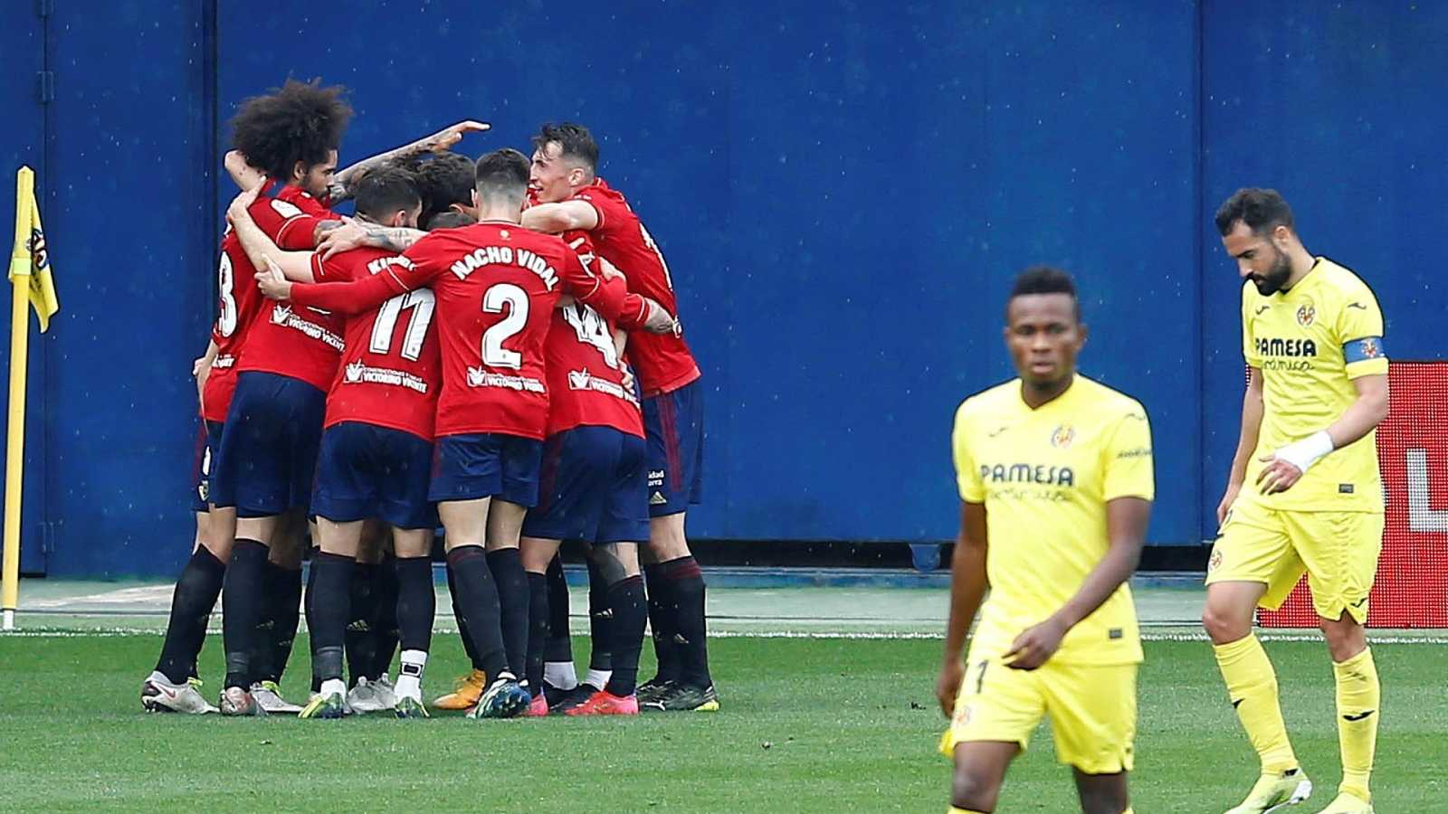 Los jugadores de Osasuna celebran un tanto ante el Villarreal