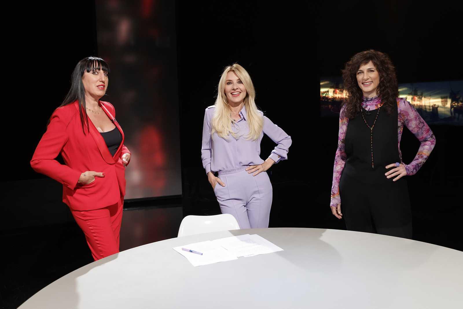 Rossy de Palma y Mariela Besuievski junto a Cayetana Guillén Cuervo, presentadora de 'Versión española'