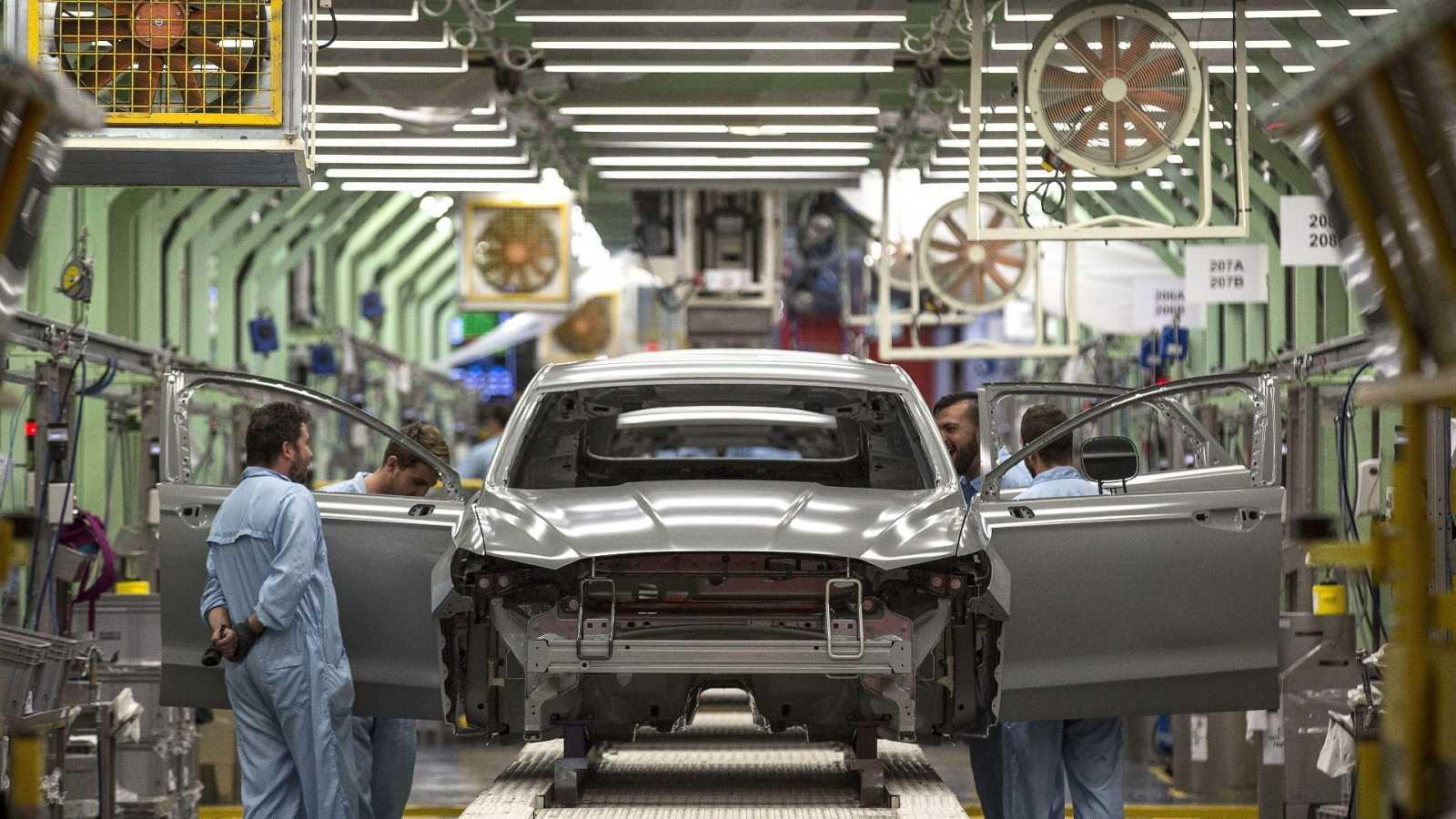 Una línea de producción en la planta de Ford en Almussafes