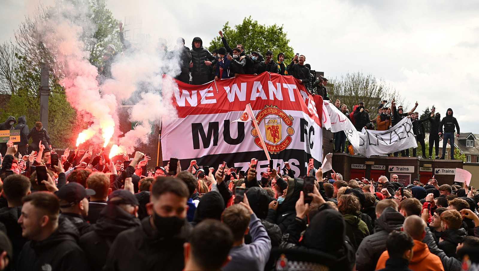 Aplazado el Manchester United-Liverpool tras las protestas de los aficionados