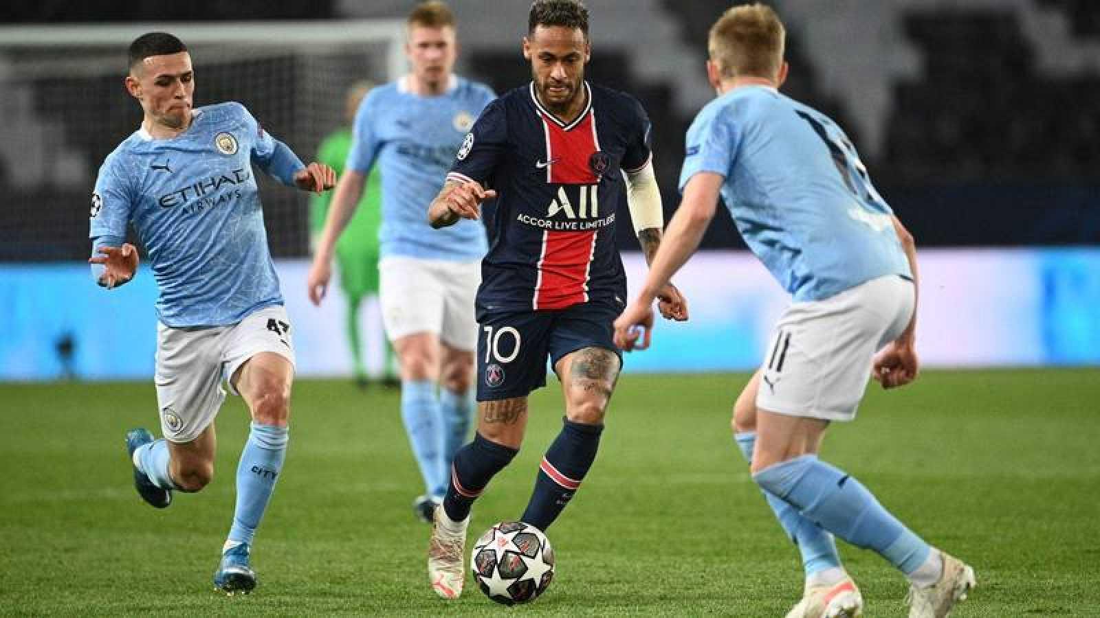 El jugador del PSG Neymar durante el partido de ida de semifinales de Champions ante el Manchester City.